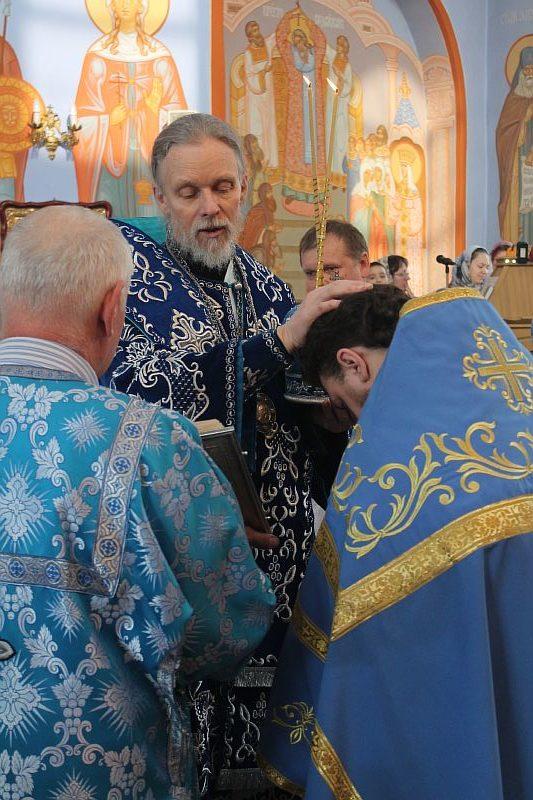 Сегодня вечером, в 1600 в успенском соборе состоится великая вечерня с поздравлением архиерея