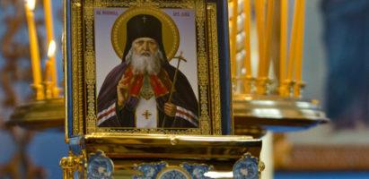 Великие святыни прибыли в Александро-Невский собор