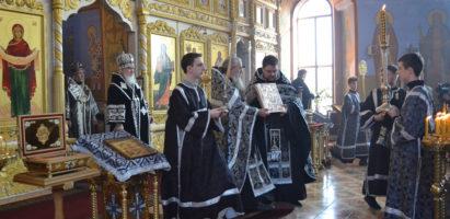 Митрополит Калужский и Боровский Климент совершил чин пассии в Александро-Невском соборе города Кирова