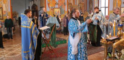 Уставное вечернее богослужение с чтением Великого акафиста Пресвятой Богородицы