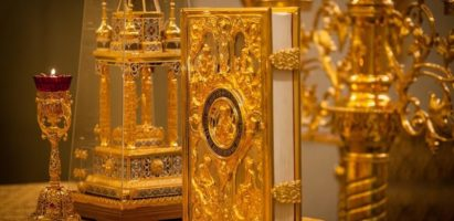 Благочинный Песоченского округа совершил Божественную  литургию в храме Рождества Пресвятой Богородицы