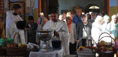 Преображение Господне: праздничное богослужение в Александро-Невском кафедральном соборе г. Кирова