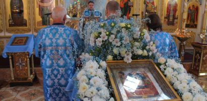 Праздничная литургия в Александро-Невском соборе в день Успения Пресвятой Богородицы